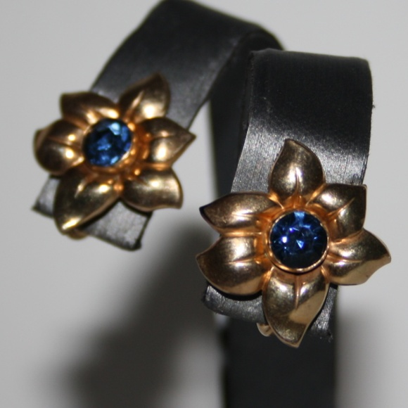 43c1d1a96 10k 1-20 Sapphire and gold screw back earrings. M_5bb165c0c89e1d2e233ffa80